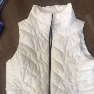 White vest black zipper